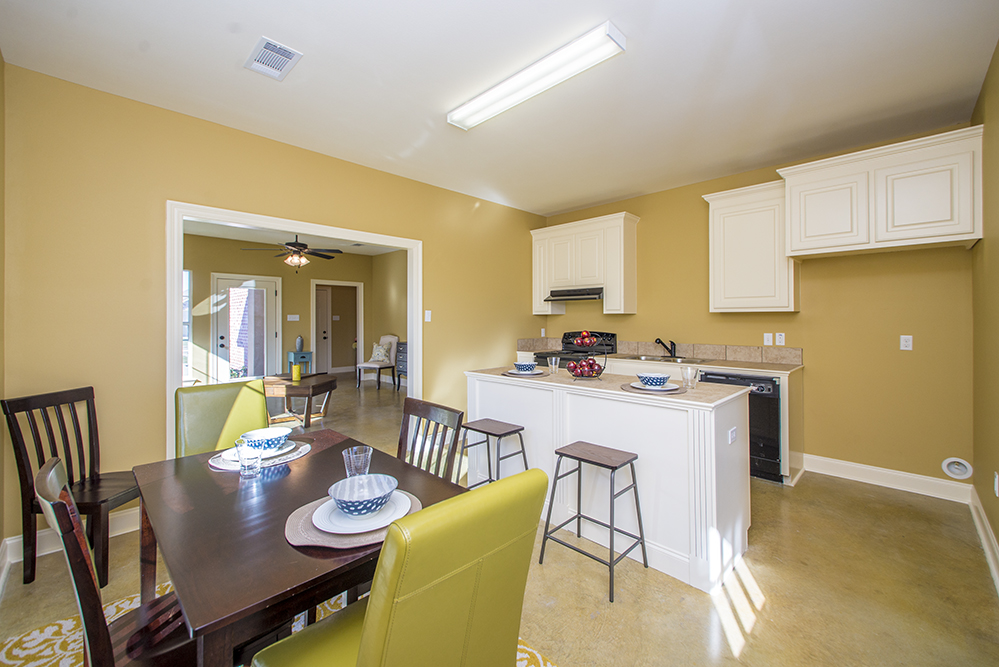 Pelican Dining and Kitchen Area